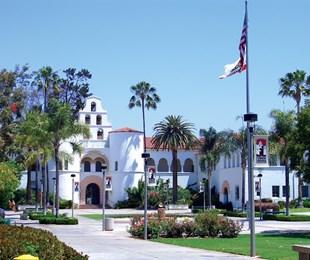 Trải nghiệm quãng thời gian sinh viên tuyệt vời tại Đại học lâu đời nhất bang California