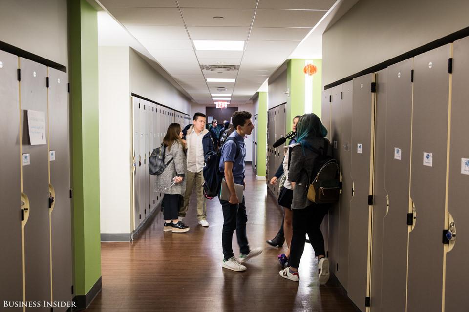 Cuộc sống sang chảnh trong ngôi trường ở trung tâm tài chính New York