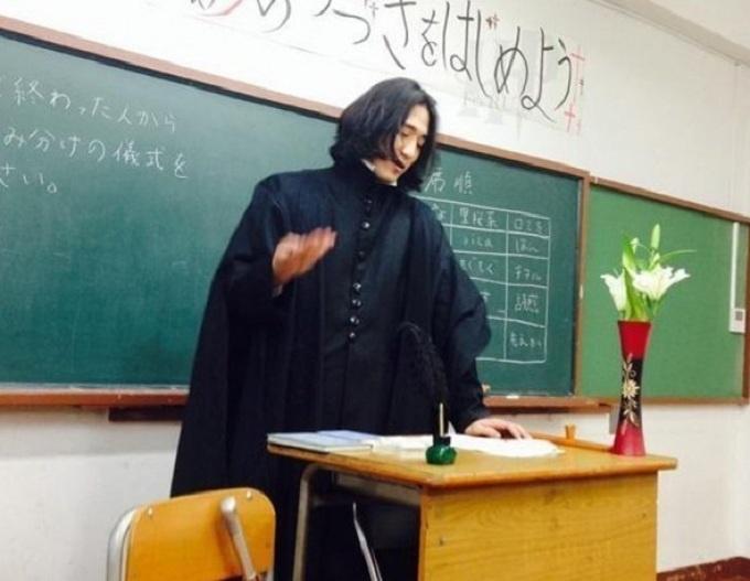 Óc sáng tạo của thầy cô thế giới khiến học sinh bật cười